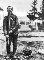 """""""Hosszú furuglán"""" játszó pásztor (Somogy m.)"""