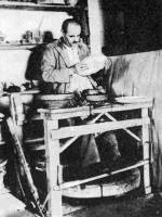Tál festése (Kántor Sándor, Karcag, Szolnok m., 1934) – Kanta korongolása (Rév, v. Bihar m.) – Fazekasműhely (Nádudvar, Hajdú-Bihar m.)