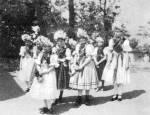 Pünkösdölő lányok (Maconka, Nógrád m., 1930-as évek)