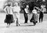 36. Páros ugrós. Berzence (Somogy megye). Szőts István felvétele, 1953 (MTA Zenetudományi Intézet Fotótára)