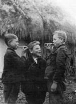51. Fűzfasípolás, Nagydobrony (Ung megye). Dincsér Oszkár felvétele, 1939 (Néprajzi Múzeum, Budapest)