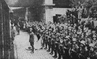 Díszszázad várja Győrben a visszatérő IV. Károlyt