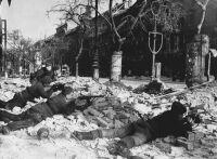 Szovjet gyalogság utcai harcokban. Budapest, Nagykörút