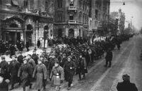 Szovjet alakulatok menetelnek az Üllői úton. 1945. február
