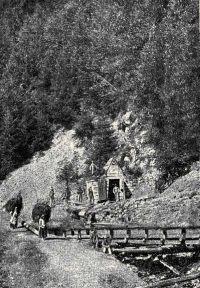 Egy oláh-láposbányai bányabejárat.